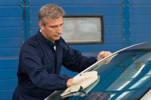 auto glass technician